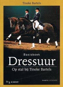 Basisboek Dressuur - Op stal bij Tineke Bartels - 2e-hands in goede staat